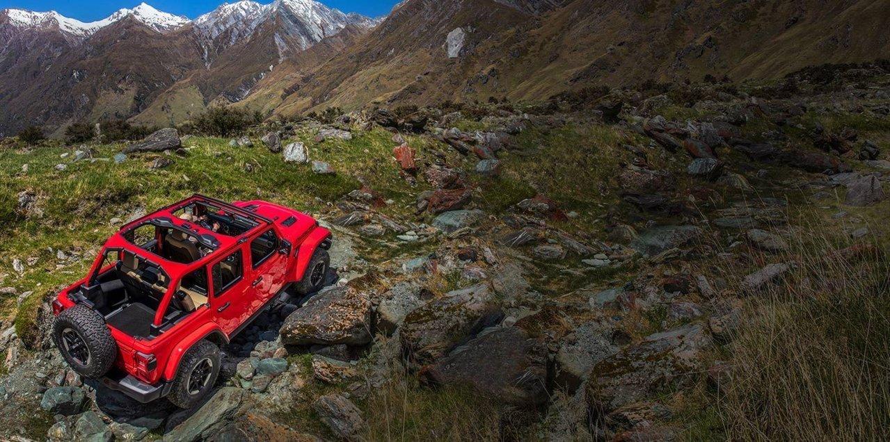 2019-Jeep-Badge-Of-Honor-Hero-Desktop.jpg.image.1440.jpg