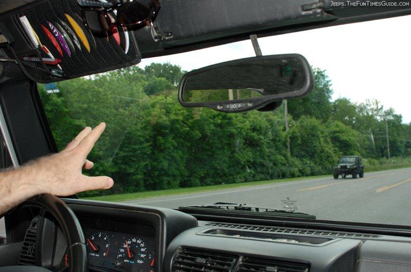 jeep-driver-waving-to-jeep-wrangler.jpg